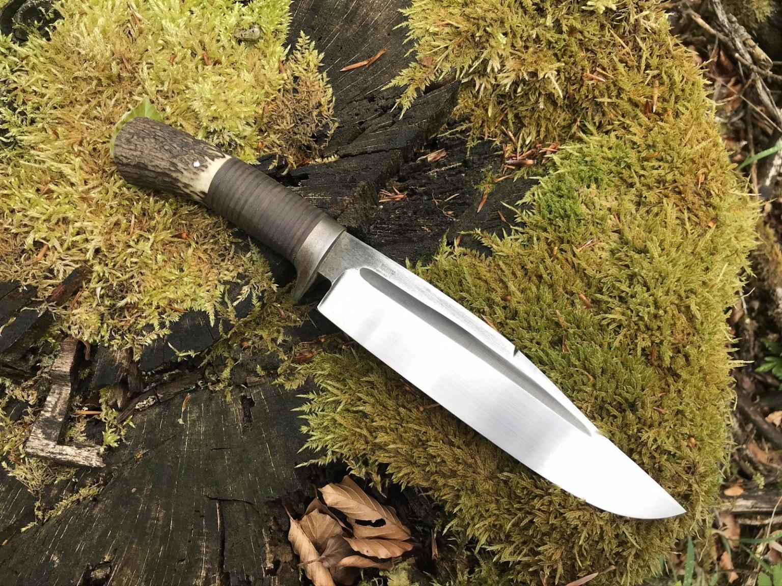 Großes Bowie Messer aus Rotwildgeweih und Leder
