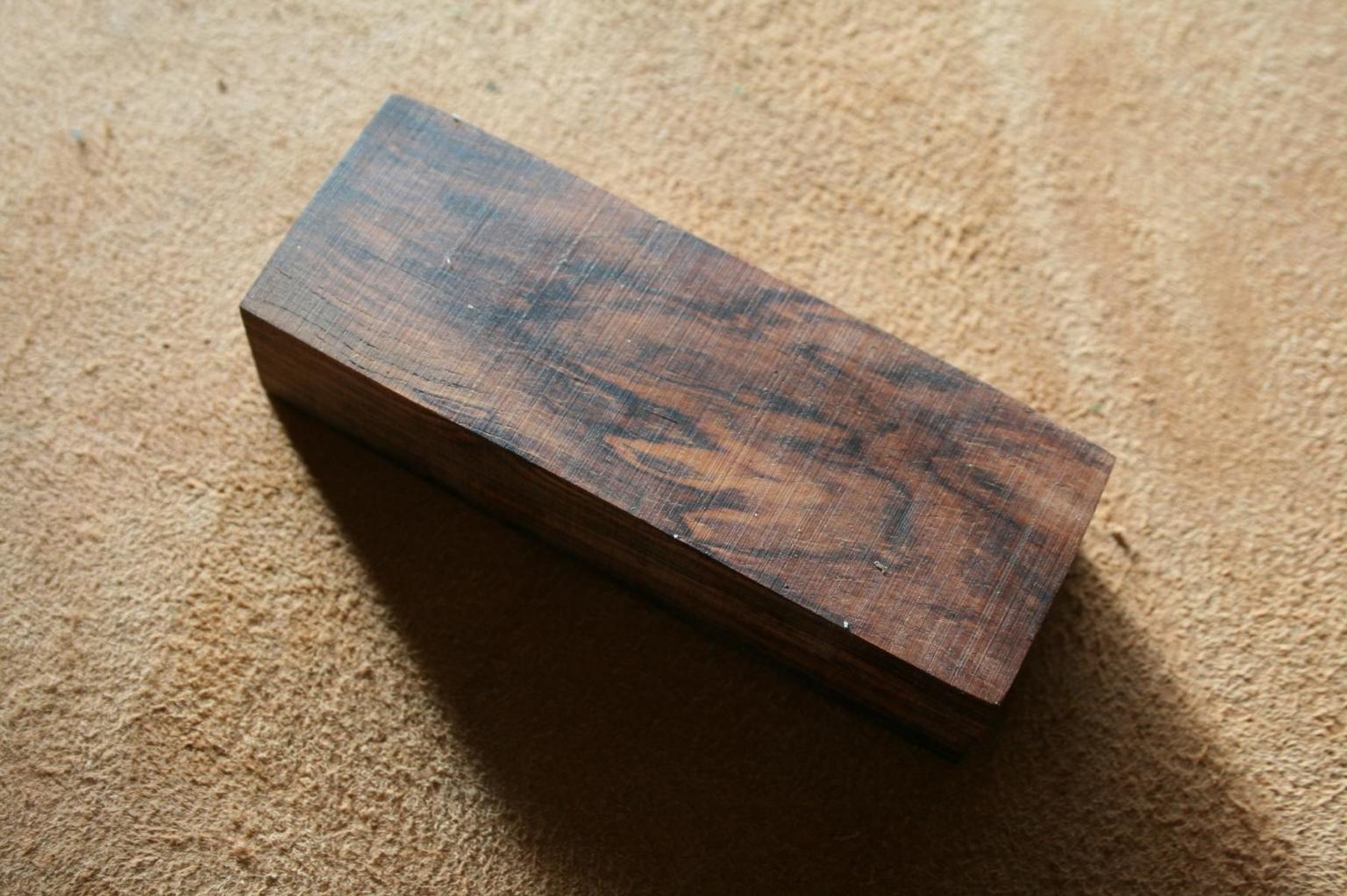 Cocobolo Holzblock für handgefertigte Messer