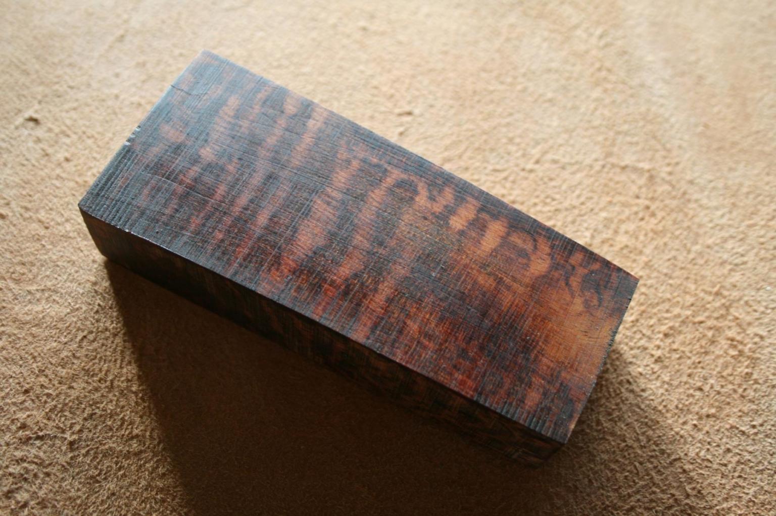 Schlangenholzblock für handgefertigte Messer